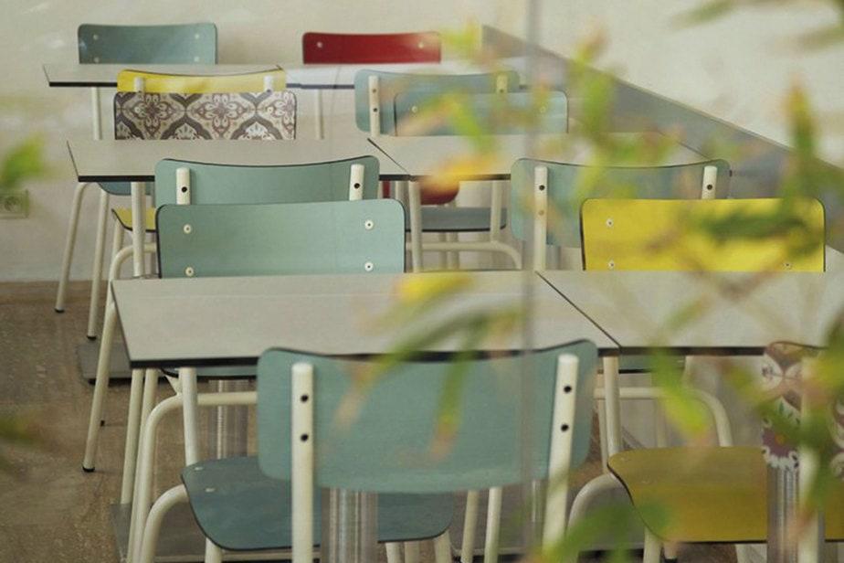 khos restaurant chaise table