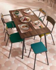 Restaurant – Tables finition noyer , chaises et dessous de table – vert forêt et imprimé bois foncé